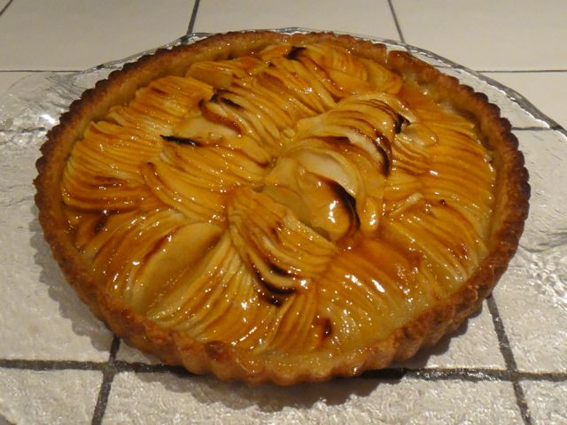 Sue's Apple Tart with Apricot Glaze at ThePieAcademy.com